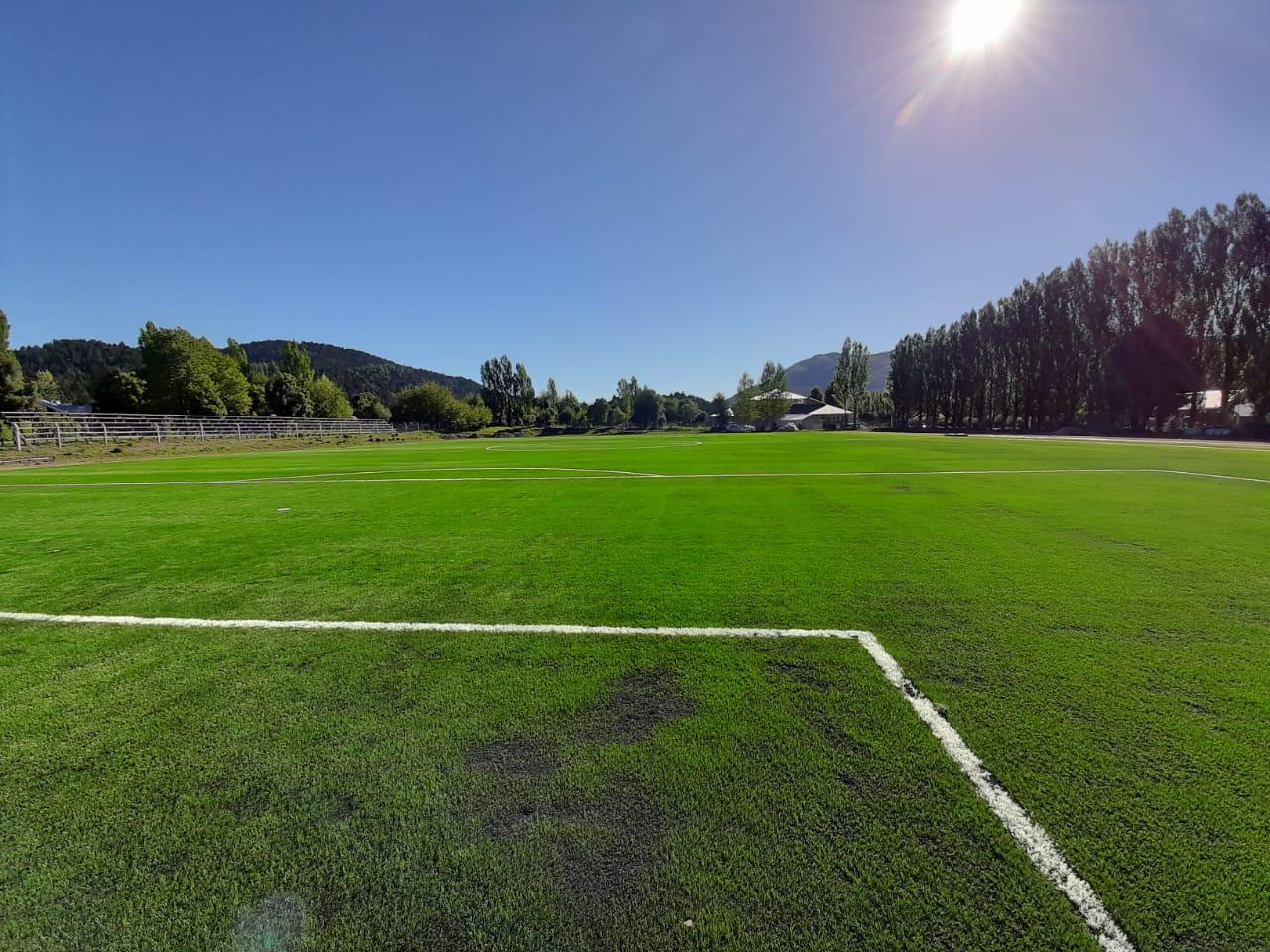 El estadio municipal ya cuenta con la cancha de césped sintético