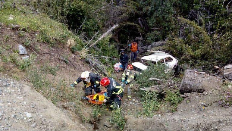 Huechulafquen: Cayeron mas de ocho metros por un barranco y se salvaron de milagro