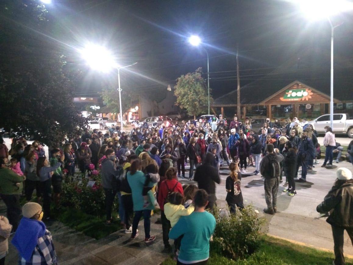Villa la Angostura: Vecinos se movilizaron reclamando justicia por el brutal femicidio
