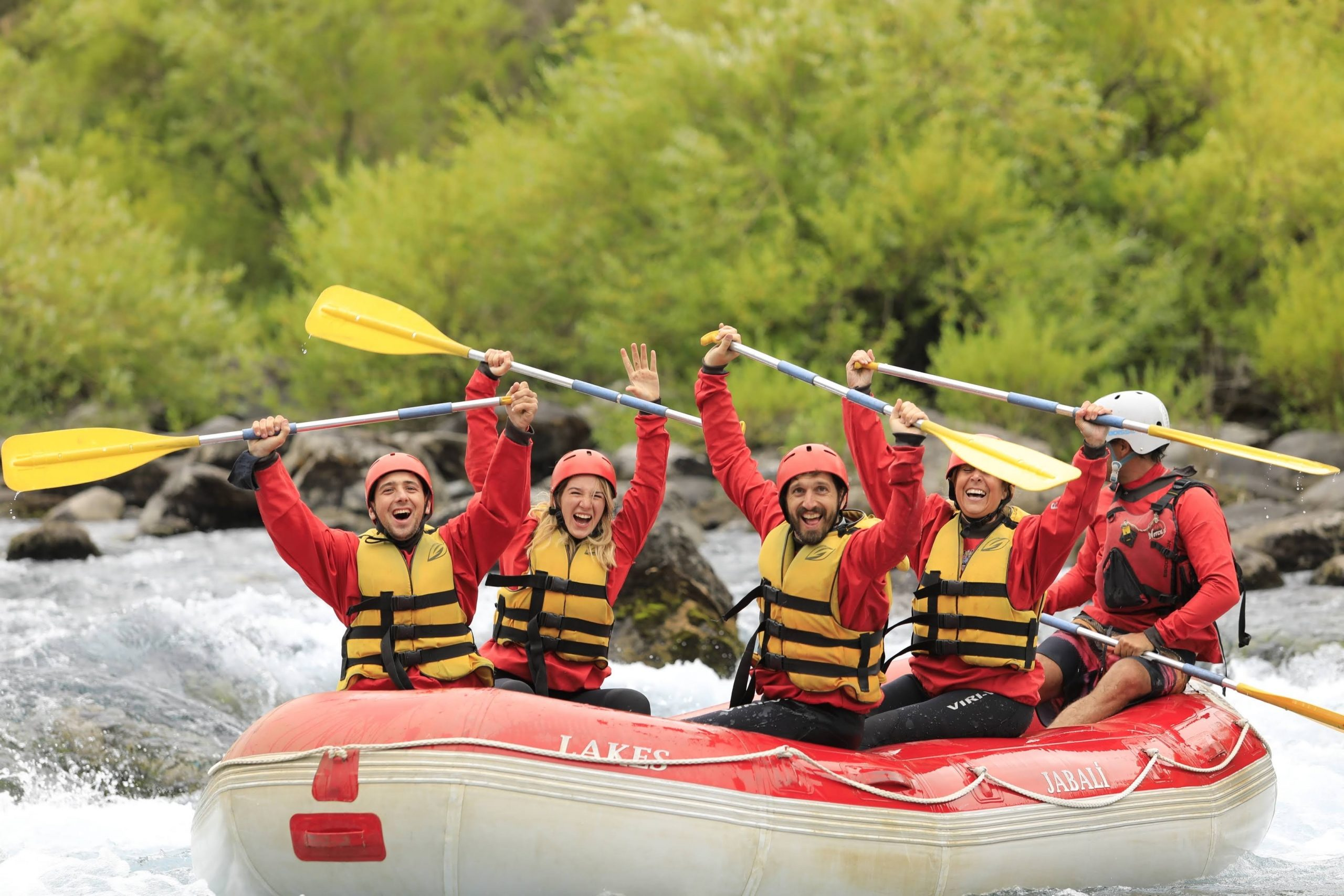 Jabalí Rafting: Gomones, chapuzones, adrenalina y carcajadas en el Río Chimehuin