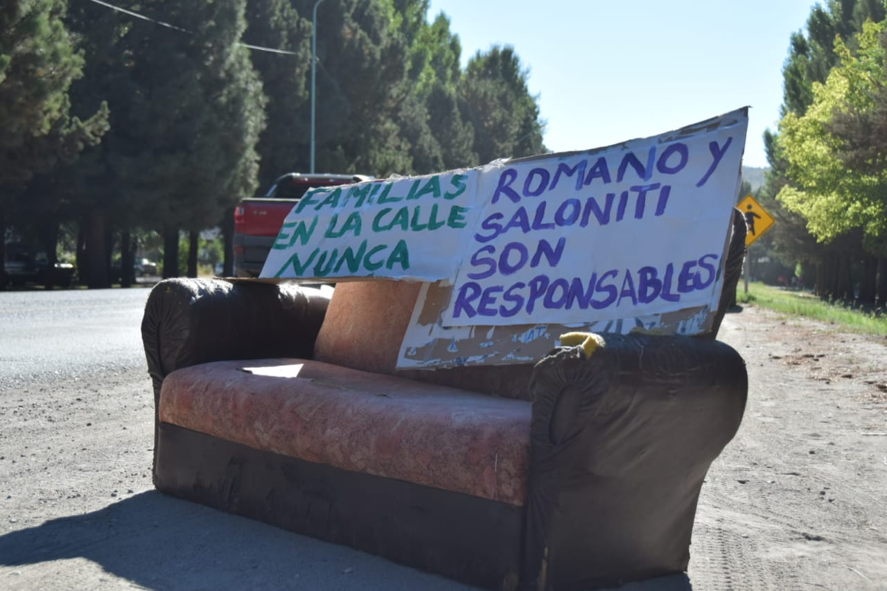 Quedaron en la calle: «Esto es consecuencia del desalojo de hoy en Nonthue al 0»
