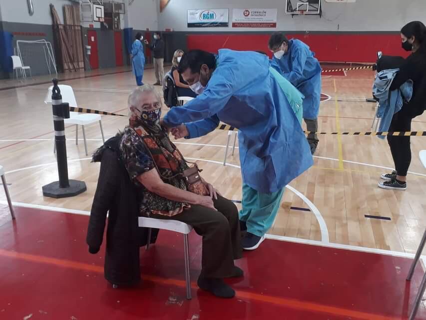 Continúan las Jornadas de Vacunación contra el COVID en el Lacar