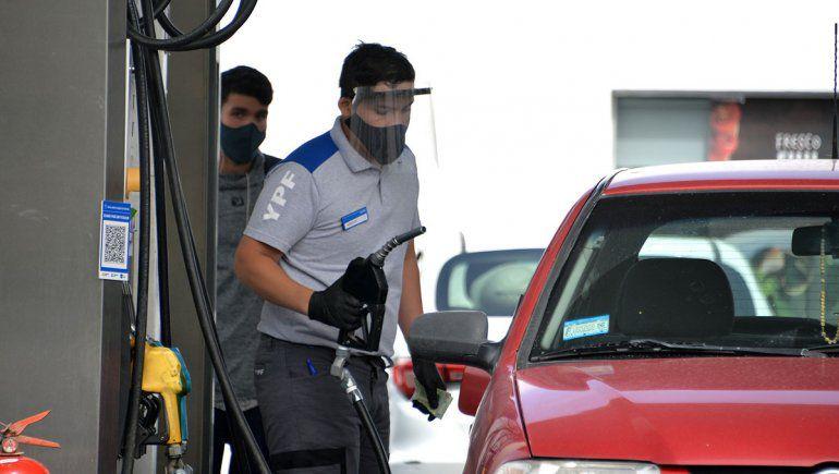 Desde el primer minuto del sábado, aumenta el precio de las naftas